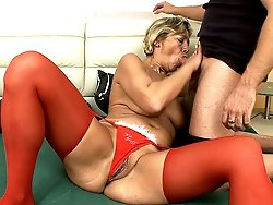 Deep blowjob is all good for elderly mature MILFs!